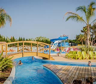 Camping with water park var camping with pool in for Camping au lavandou bord de mer avec piscine
